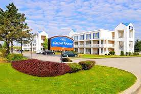 Parking at Howard Johnson Cleveland Airport Hotel near Cleveland Hopkins International Airport | CLE Airport