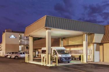 Parking at MSY Days Inn New Orleans Airport Parking near New Orleans International Airport | MSY Airport